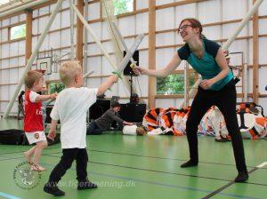 Børn er vilde med når voksne leger. Leg dig glad. Tigertræning